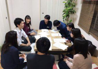 学生がオフィスで内定者座談会を開いたり